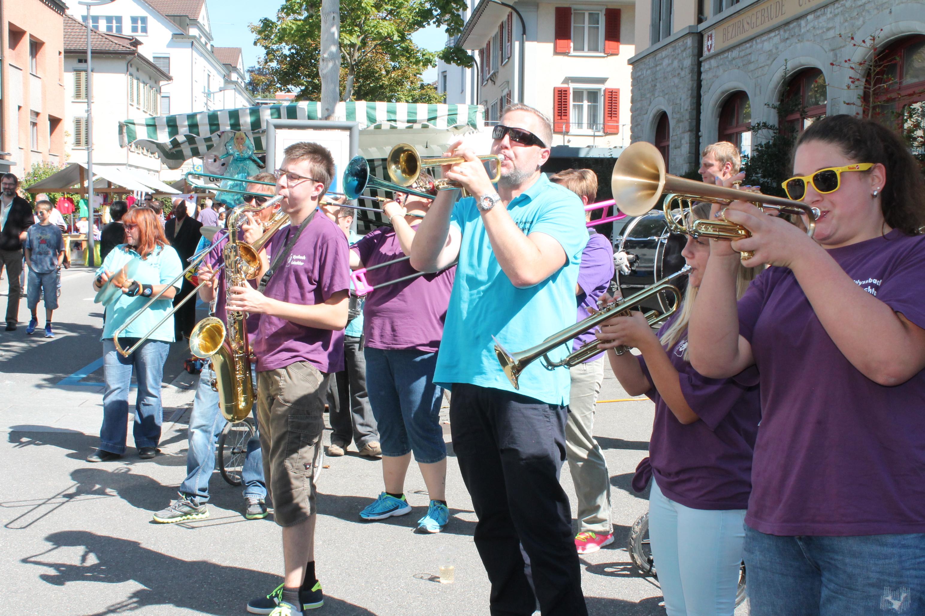 Flawiler Herbstmarkt: Ungeschminkte Guggenmusik (12.30 Uhr)
